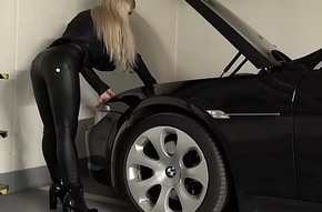 Horny light-complexioned GILF gets fucked in a car parking garage