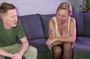 Stief Sohn mit dem Monster Schwanz fickt seine Misread Jenny